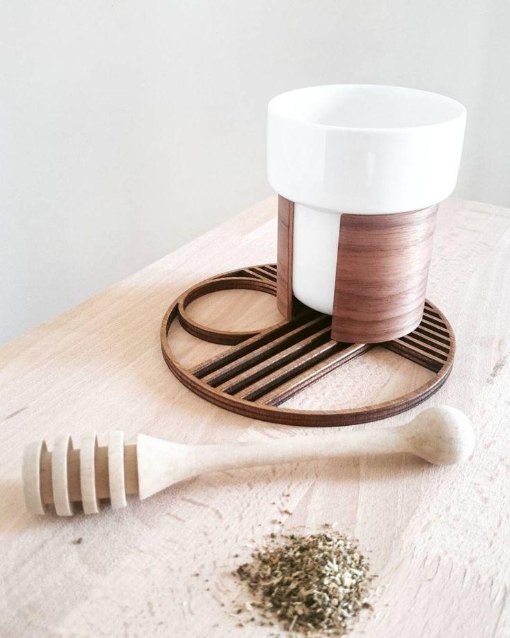 http://www.aitonordic.it/collections/protti-per-cucina-e-per-tavolo/products/warm-tazze-per-te-cappuccino-tonfisk-design  http://www.aitonordic.it/collections/protti-per-cucina-e-per-tavolo/products/outline-trivet-circle-ferm-living
