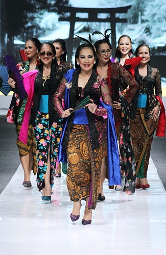 kebaya by anne avantie  So many ways of sarung