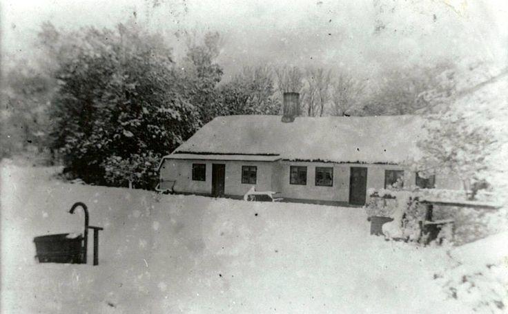Historie, Museum, Sognefogedgården, Frederikshavn, Danmark. Vinterbillede fra 1926 taget af den sidste ejer af gården - Peter Munk Nielsen