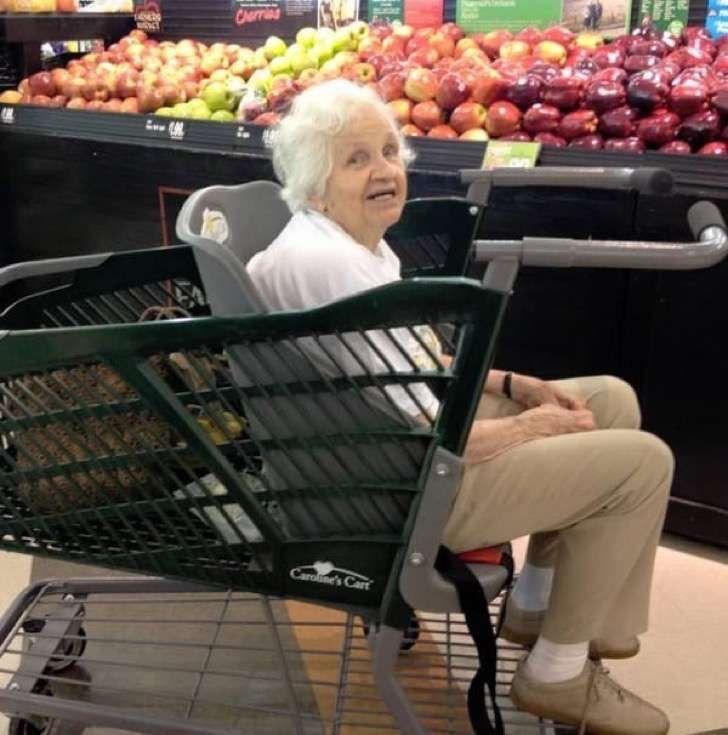 Mamá frustrada inventó un coche de compras especial para abuelitos y niños con necesidades especiales