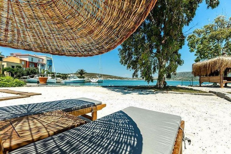 Sıcaktan kavruluyoruz desek yalan olmaz   Alaçatı Antmare Hotel ✨ Konsept: Romantik ☎ Tel: 0232-7169433  Detaylar: www.kucukoteller.com.tr/antmare?utm_content=buffer3e158&utm_medium=social&utm_source=pinterest.com&utm_campaign=buffer  Alaçatı Port ve Marina + Plaj Bölgesinde  Özellikler: Spa, açık ve kapalı havuz, fitness, masaj, hamam ve özel plaj, çocuklar için uygun.  Etkinlikler: Rüzgar sörfü, Dalış, Balık tutma, Plaj ☘️ Kategori: Lüks ✨ Toplantı salonu + düğün organizasyonu ♂️ E…