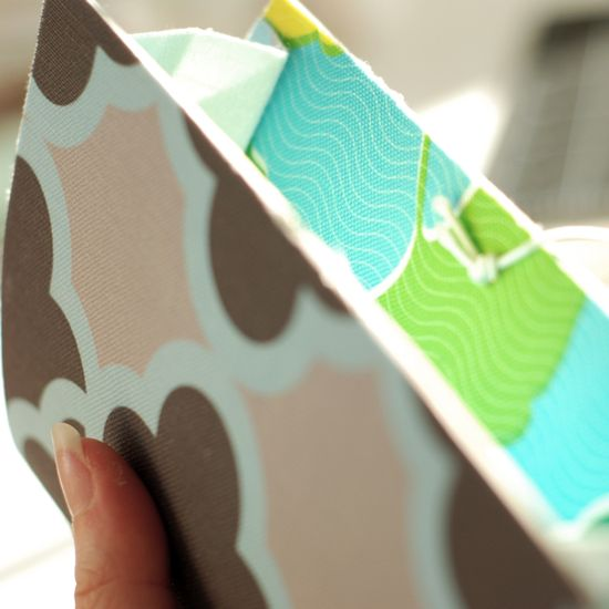 diy expandable file from recycled cardboard & fabricscraps: Printable Freebies, Inexpensive Ideas, Crafts Tutorialist, Parties Printable, Cardboard Cereal, Cardboard Scrap, Party Printables, File Folder, Cardboard Expanded
