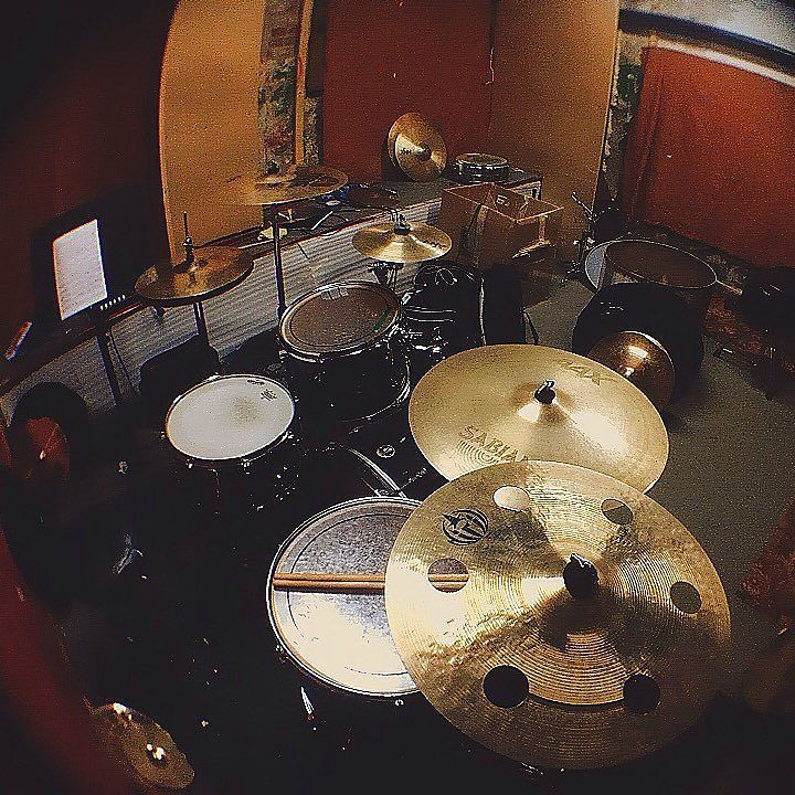 Это любовь!!! Приходи и научись играть на барабанах!  #барабаны #барабанщик #барабанщики #музыка #рок #музыкант #чебоксары #чебы #drumroomche #drumroom21 #drum #drums #drumlife #drumporn #music #rock #pop by vl_ostanin