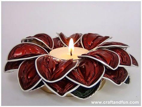 BOUGEOIR AVEC DES CAPSULES NESPRESSO Bougies avec leur lumière douce sont idéales pour créer une atmosphère chaleureuse en toute...