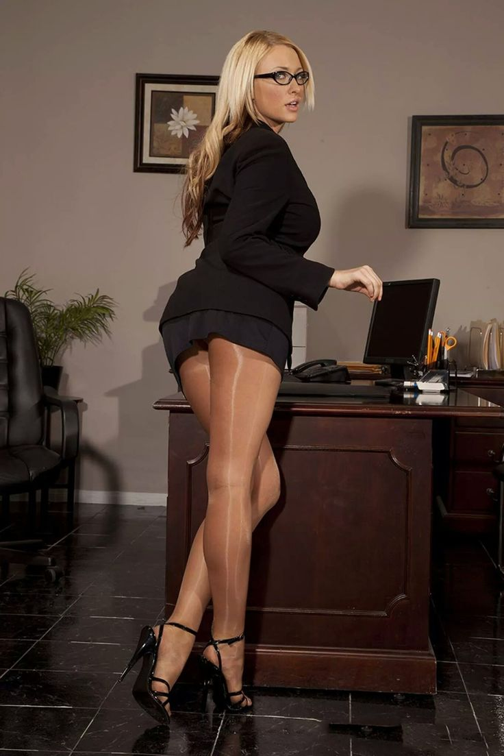 ms secretary | Красивые женщины | Stockings legs, Nylons ... хилари дафф