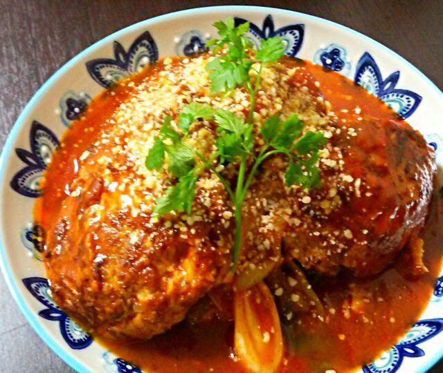 久しぶりに、トマト煮込みハンバーグ♪  子供たちに人気のメニュー♪  お待たせしました~(≧∇≦)って感じです。 - 156件のもぐもぐ - 鶏挽き肉のトマト煮込みハンバーグ♪ by yukikimu0721