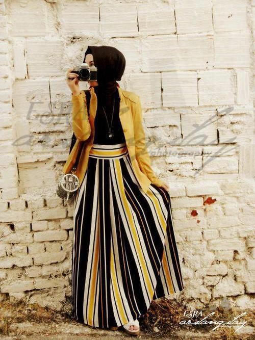 Love the jacket and skirt combo, and the vertical stripes!