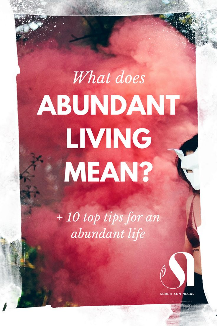 What does abundant living mean? Find out my 10 tips to live abundantly. Mindful lifestyle, full moon ritual, shamanic healing, intentional living, Law of Attraction, Abraham Hicks, growth mindset, love your life, manifesting abundance, money abundance, self care routine, self care quotes, self care ideas, self discovery, meditation for beginners, mindfulness routine, raise your vibration, guided meditation, high vibe, personal growth, personal development.
