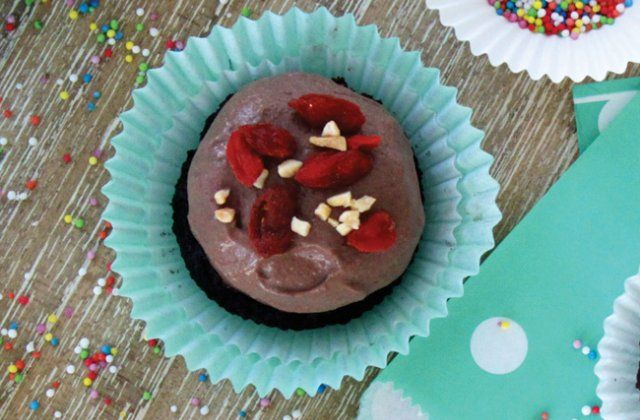 Red Velvet cupcakes with chocolate frosting - Raw cacao recipes | Nourish magazine Australia