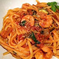 Linguine ai Gamberi: Ingredients ― prawns; tomatoes; linguine; white wine; onion; zucchini; garlic; basil; spinach; chili powder; paprika; olive oil; salt; pepper; Parmesan. Instructions ― Sauté onions and garlic; add white wine, tomatoes, tomato purée, chili powder, paprika, zucchini, and salt. Reduce the mixture to a thick sauce. Cook linguine. Add basil, spinach, and prawns to the sauce. Drain linguine; add it to the sauce; toss. Serve; sprinkle Parmesan garnish with basil. #Pasta #Prawns