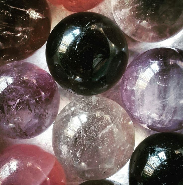 Crystal spheres emits energy equally in all directions... they say these beauties can be used as a window to the past and the future in scrying.