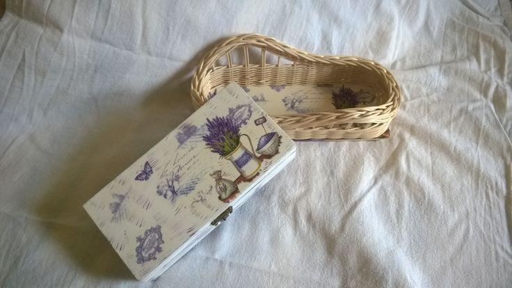 Levendulás doboz és fonott, asztali papír zsebkendő tartó.