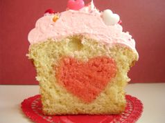 Hidden heart cupcakes...Great for Valentines Day!
