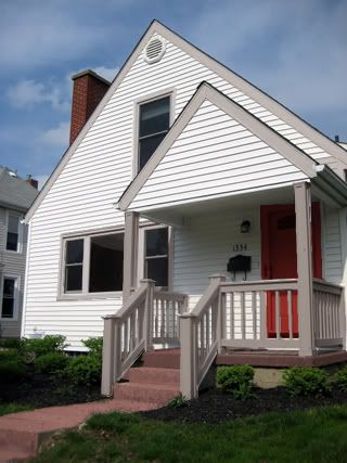 17 best images about white houses on pinterest craftsman for White house with grey trim