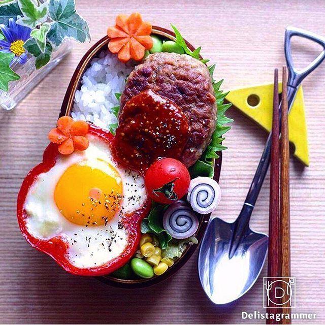 ouchigohan.jp 2017/05/11 01:08:03 【 #おうちごはん通信 】 photo by @rina_kitchen  本日はいつもの目玉焼きを少し可愛くするアイディアをご紹介👀🤳 最近インスタグラムで話題になりつつある、#パプリカ目玉焼き パプリカの輪切りがお花みたいで可愛いですよね🌻🎶 . またお好みの厚さにパプリカをカットすることで、いつもより分厚い目玉焼きを作ることができるんです😍 「お弁当に卵料理を入れたいけど、卵焼きは時間がかかる」と思うときは重宝しそうですね✨🍀 . おうちごはんの記事ではワンプレート料理・お弁当について、#パプリカ目玉焼き の盛り付け方を紹介していますよ🍳🤤 是非チェックしてみてください🤓☝️ -------------------------- ★詳しくは @ouchigohan.jp プロフィールURLから見てくださいね! 超簡単!お弁当やワンプレートごはんを「パプリカ目玉焼き」でワンランクアップ♪ https://ouchi-gohan.jp/836/ 「朝ごはん」カテゴリをチェック…