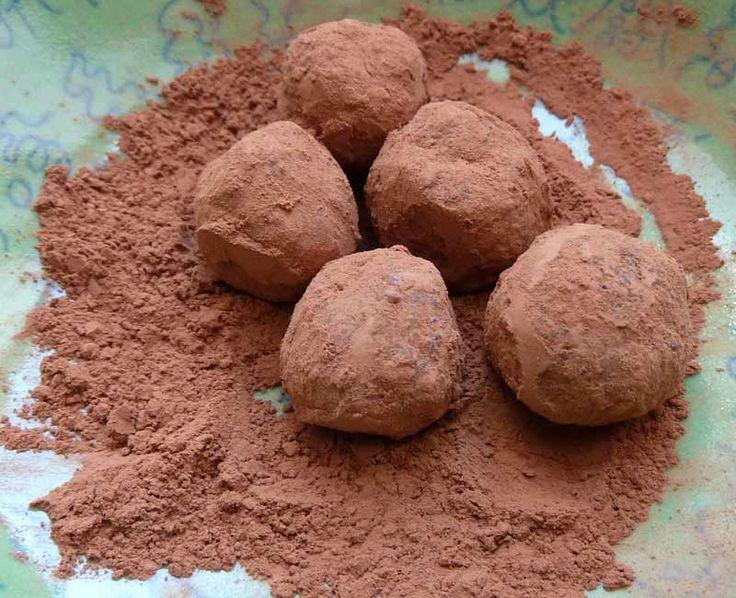 Haselnuss-Mandel-Kugeln mit Kakao umhüllt - Öow Carb