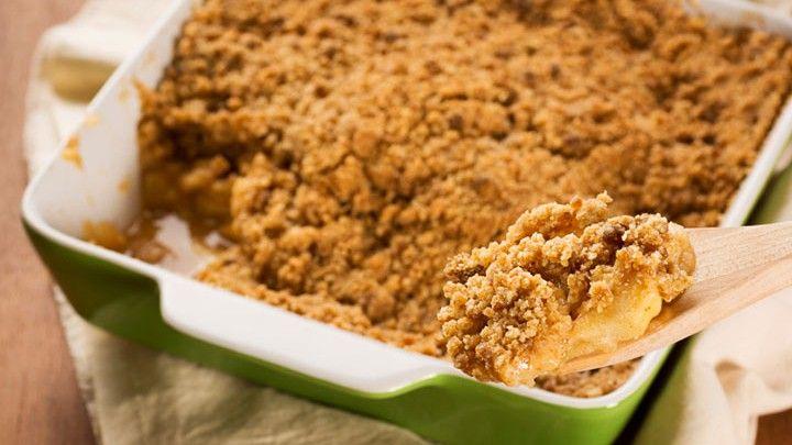 Daphne Oz's 1/2 the Calories Apple Crisp | Eat with Halo ice cream