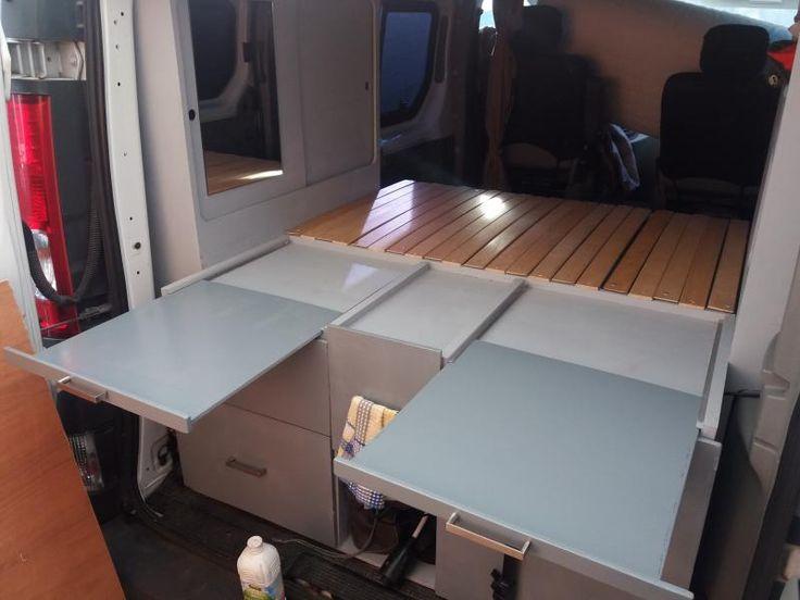 Tablettes coulissantes dans l'épaisseur de la partie fixe du sommier (lit peigne) - Aménagement Renault Trafic Hinano mobile
