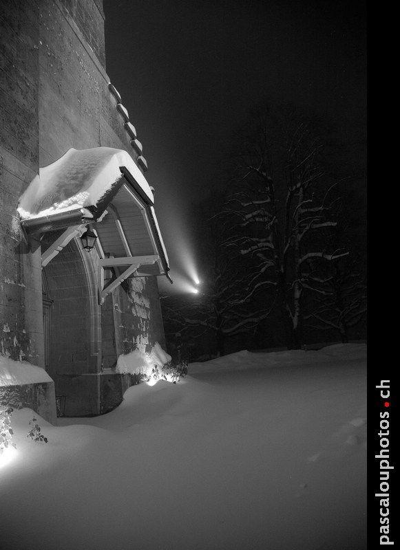 (cliquer sur l'image pour l'agrandir) L'église de Savigny sous la neige. Pour fêter enfin de le retour de celle-ci !! Photo prise le premier décembre 2010 ! (Il a fallut marcher dans 25 cm de neige pour prendre cette photo et sans raquette ! ) ©Pascalouphotos. Tout droit réservé. #eglise #emt