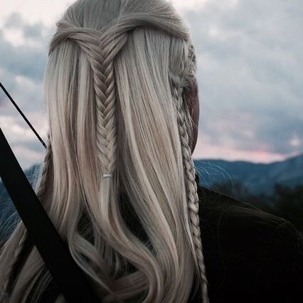 a reminder that legolas had a upside down fishtail braid as his hairstyle