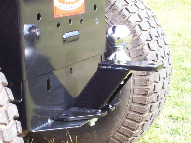 Trailer hitch for lawn mower