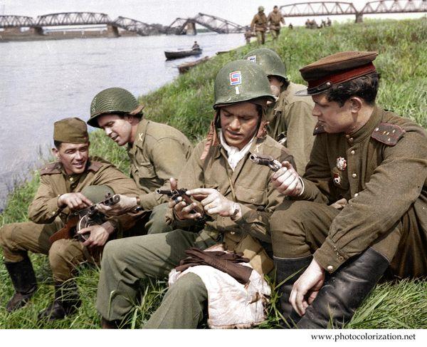 """Моя колоризация """"Советские и американские солдаты на берегу реки Эльба в Торгау"""" колоризация, встреча на эльбе, Photoshop, вторая мировая война, Союзники"""
