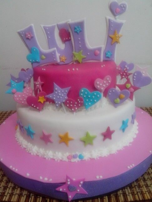 """Torta de cumpleaños, nena, 8 años. """"Corazones y estrellitas""""."""
