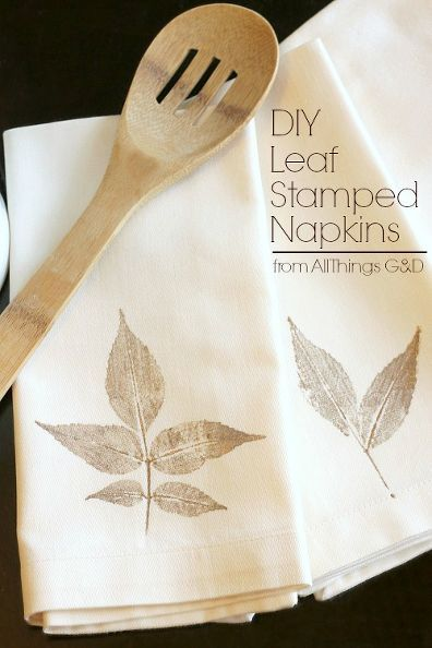 You need to see how this leaf stamped napkin was made--so creative!