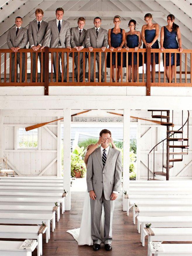 式の前に初めて彼にドレス姿を見せる「ファーストミート」♡ 感動的なウェディングのアイデア。結婚式・ブライダルの参考に☆