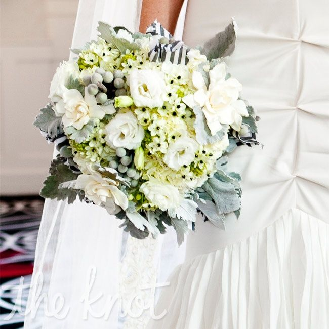 In keeping with the gray and white palette, Melissa carried lisianthus, gardenias, and ornithogalum arabicum.