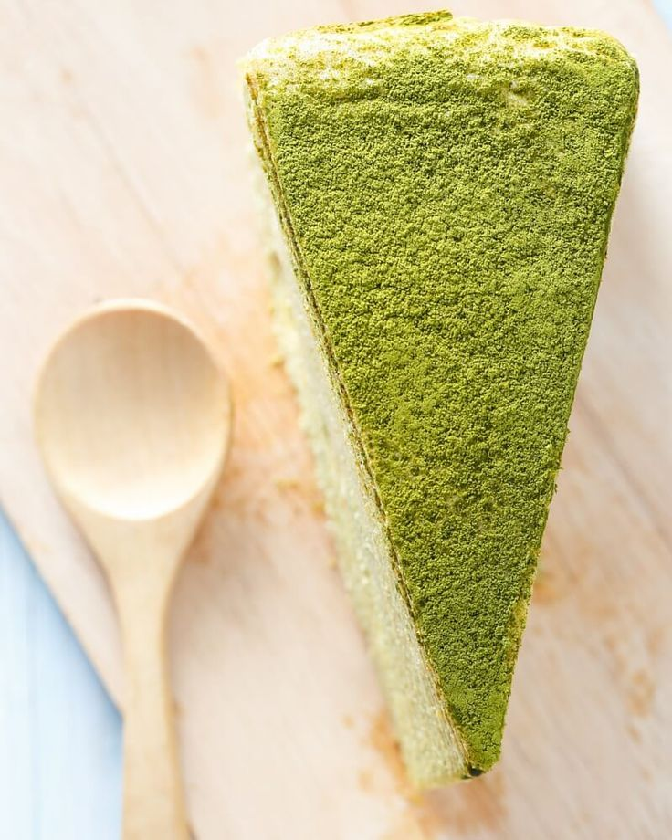 We set out on a mission to make the best matcha cheesecake on this side of the nation. The adventure resulted in this delicious sesame matcha cheesecake.