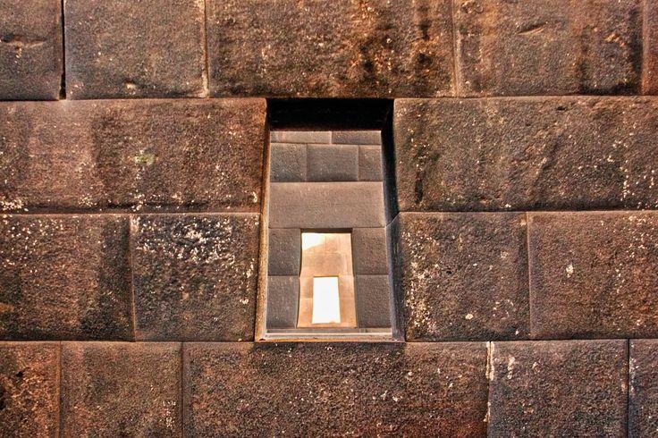 O Qoricancha, foi também o templo mais importante do Império Inca, Qoricancha literalmente significa Qoricancha tem recintos subsidiários para a Lua, Vênus, estrelas, arco-íris e diferentes divindades adoradas eles. Ele também teve um grande número de ícones religiosos dos povos conquistados, que haviam sido levados para Cusco.  www.trilha-salkantay.com