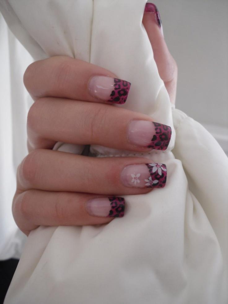 Rosa leopard naglar med vita blommor och rosa glitter!