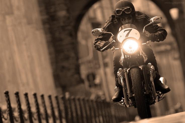 motographite: MOTO GUZZI V7 RACER