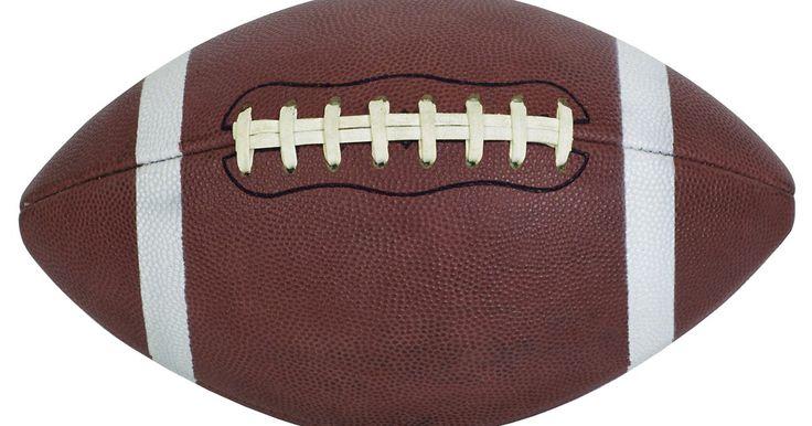 Do que as bolas de futebol americano da Nike são feitas?. As sextas, os sábados e os domingos nos EUA, durante o outono e o inverno, são dominados por quem joga ou assiste futebol americano. Anualmente, milhares de bolas de futebol são produzidas. A Nike - líder em equipamentos e suprimentos esportivos - fornece bolas para muitas escolas de ensino médio, universidade e equipes de esporte profissionais. ...