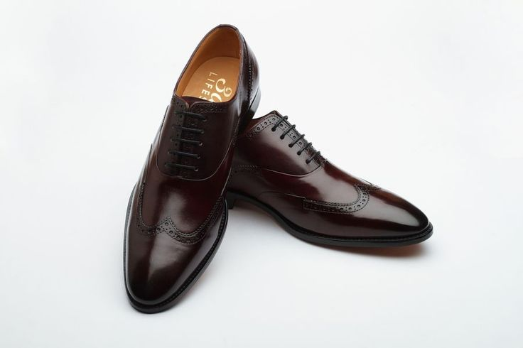 Handmade calfskin leather lace-up Oxford. Detailing on wingtip with pleating and gimped edges.