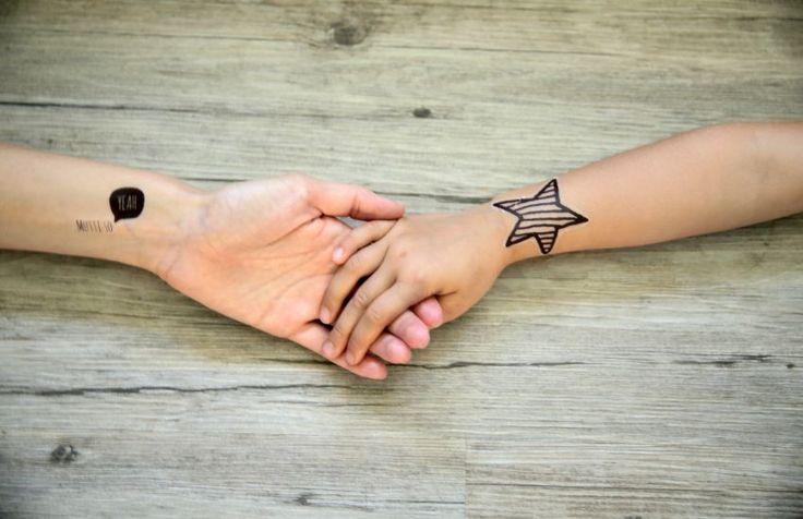 Wir haben in unserer Familie einen sehr hohen Verschleiß an Klebetattoos. Absurd hoch. Deshalb fragte ich mich neulich: Kann man diese Tattoos selber machen? Das Internet antwortete mir: Yes, Mam – das geht. Und zwar so...