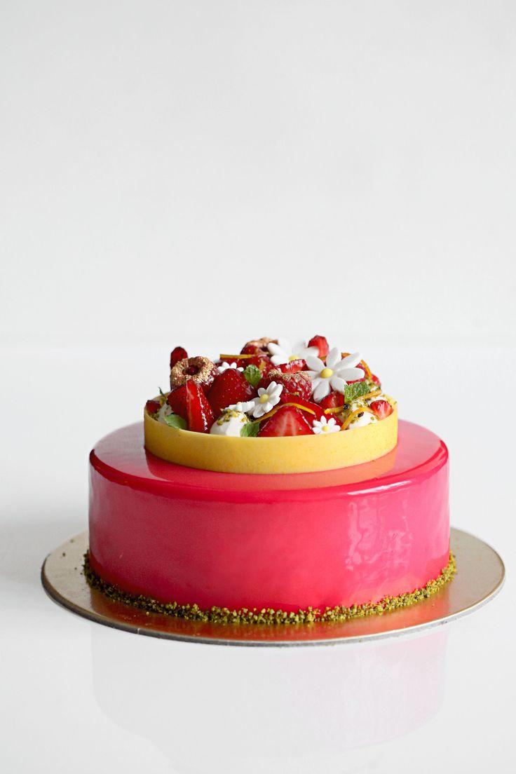 Entremet Verveine-Orgeat, Fleur d'Oranger et Fraise | natalie eng | patisserie • food photography