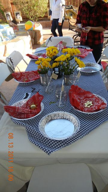 Great idea for a western table setting - tin pie pans for plates. Will do this for cowboy Christmas.