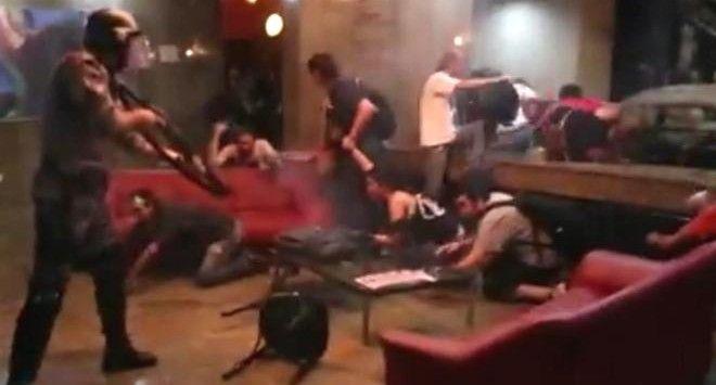 Έφοδος αστυνομικών σε ξενοδοχείο του Σάο Πάολο όπου είχαν καταφύγει διαδηλωτές που διαμαρτύρονται για το υπέρογκο κόστος της διεξαγωγής του Μουντιάλ