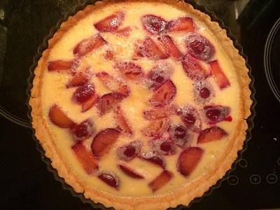 This plum custard tart will definitely please your guests. It's delicious, subtle, sweet and perfect for any occasion. As the plum season is now ending, you can replace them with a can of plums, can of cherries, fresh raspberries or rhubarb.