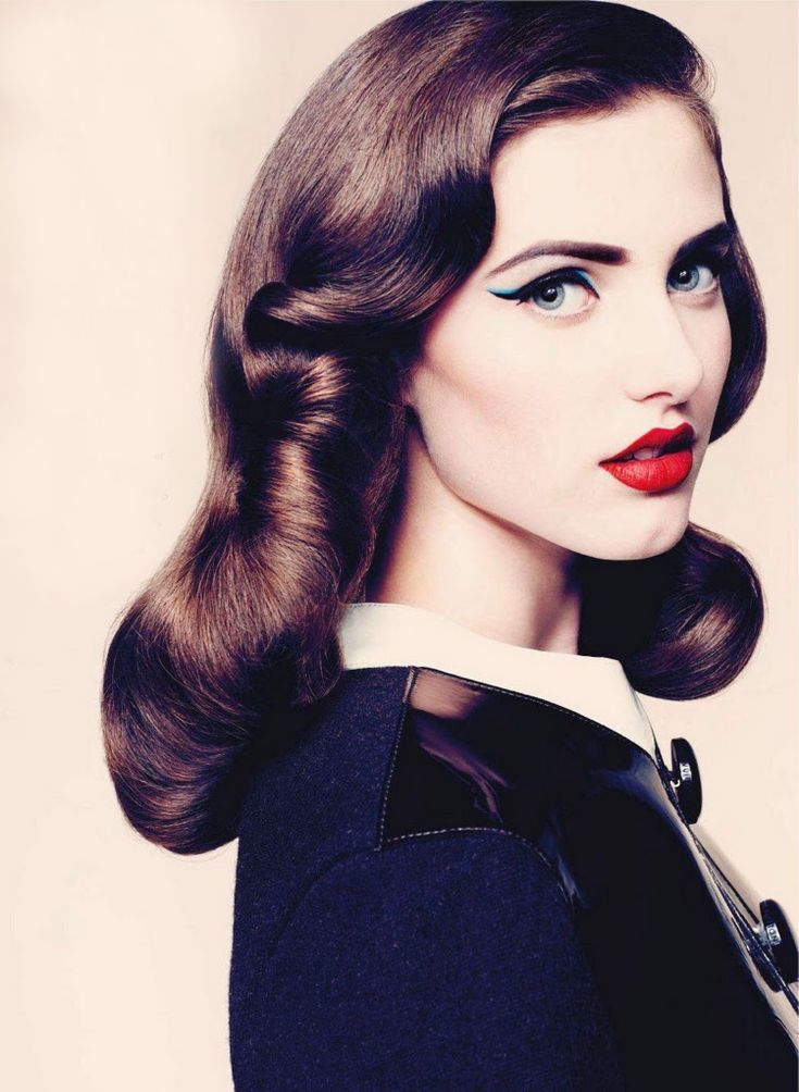 The lip makes it: Retro Hair, Cat Eye, Vintage Hair, Hairmakeup, Red Lips, Hair Makeup, Hair And Makeup, Pinup, Pin Up
