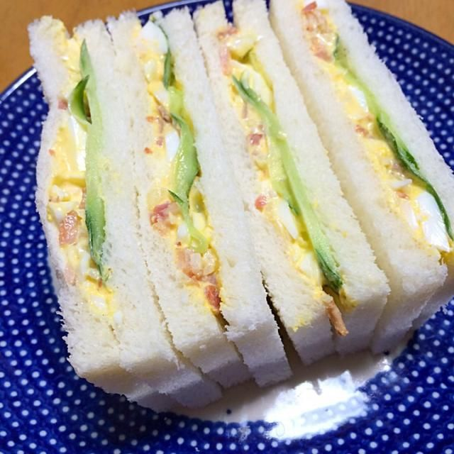 卵サンド。読売新聞レシピ。卵、ベーコン、玉ねぎ、ヨウガラシ、マヨネーズ、キュウリ - 21件のもぐもぐ - サンドイッチ by Sawa