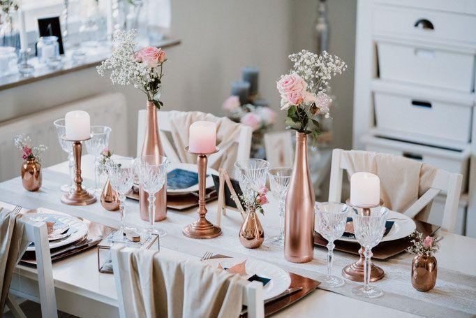 Wir alle lieben Kupfer und auch im Sommer gibt es eurer Hochzeit einen edlen Touch. Auch für kleine Budgets ohne größere Blumenbouquets findet man ...