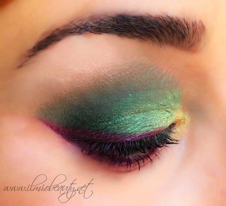 Paciugopedia 3 : capitolo 1 . Trucco occhi nei toni del verde smeraldo, del giallo oro e del viola magenta. Un makeup occhi colorato ed originale ma allo stesso tempo luminoso.