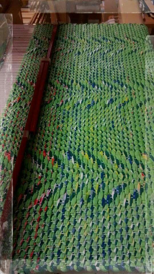 Kirkasta vihreää tähkä-mattoon