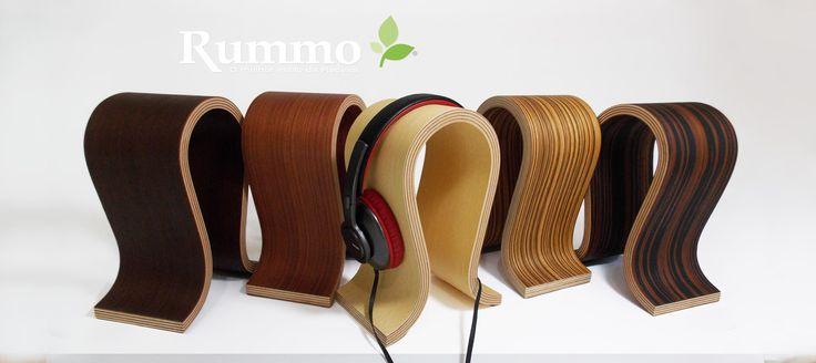 O suporte Pulse do fabricante Rummo tem linhas bem definidas para acomodar de forma ideal os headphones e headset gamer, exercendo uma pressão uniforme para as almofadas, que irá ajudar a manter a sua forma por muito mais tempo, comportando diversas marcas headphones e headset gamer do marcado.