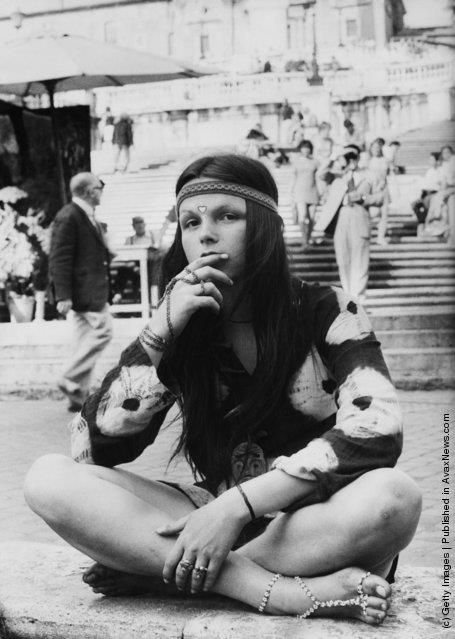 hippie (o hippy) a Roma, a Trinità dei Monti, anni '60