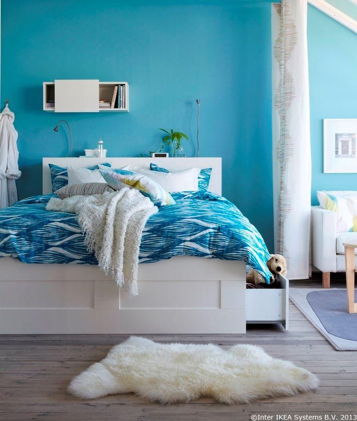 În sertarele din cadrul patului poți depozita păturile și jucăriile de pluș ale celor mici.  BRIMNES corp suspendat cu ușă glisantă BRIMNES cadru pat cu spațiu depozitare BRIMNES tăblie cu spațiu depozitare  www.IKEA.ro