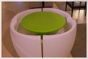 http://www.designbuydesign.com/it/nostri-prodotti/outletofferte_c2/tavoli_c44/complemento-darredo-moderno_74/ Set Community: composizione di tavolo e quattro poltroncine ergonomiche.